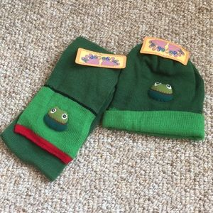 NWT! Kidorable Frog Scarf and Hat Set
